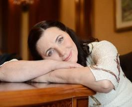 Нина Матвиенко научила петь по-украински французского певца Поля Манондиза