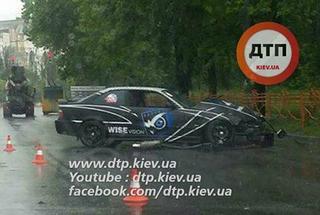ДТП в Киеве: водитель БМВ выжил в жуткой аварии на проспекте Правды