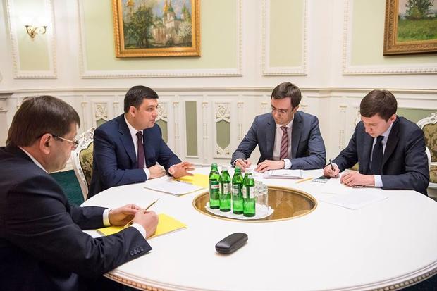Гройсман пообещал контролировать ремонт дорог вУкраинском государстве