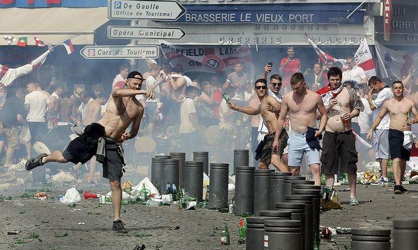 Россияне, участвовавшие встолкновениях вМарселе, были превосходно натренированы для драк, -прокурор