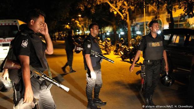 Неменее 20 человек погибли вкафе дипломатического квартала Дакки после атаки террористов