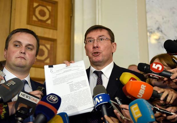 Где много-много диких обезьян: Луценко пообещал достать Онищенко даже вБразилии