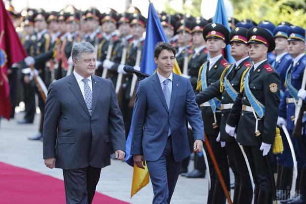 Знаковый визит. Канадский премьер прилетел в Украина
