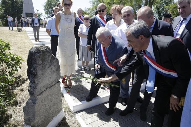 Французские народные избранники прибыли в захваченный Россией Крым