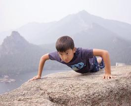 В поддержку олимпийской сборной Казахстана десятилетний мальчик отжался тысячу раз