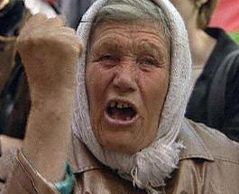 Бабушка-торговка покусала полицейского в Тернополе
