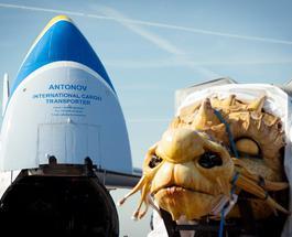 """""""Руслан"""" и дракон: АН-124 перевез в Пекин огромного механического монстра"""