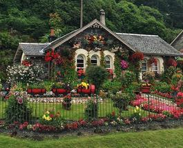 За 16 лет из заброшенного здания шотландцы создали самый красивый дом в мире
