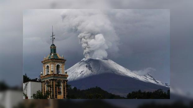 Вблизи Мехико началось извержение вулкана Попокатепетль— город засыпало вулканическим пеплом