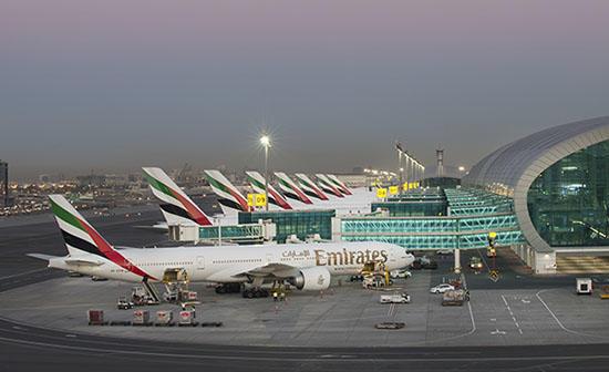 Накадрах сэкстренной посадкой самолёта вДубае запечатлён взрыв