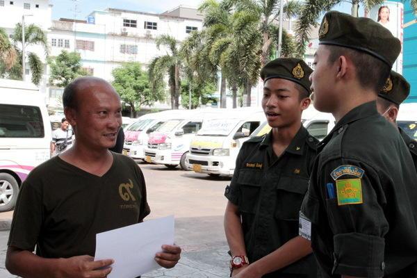 ВТаиланде идет референдум попроекту новоиспеченной конституции