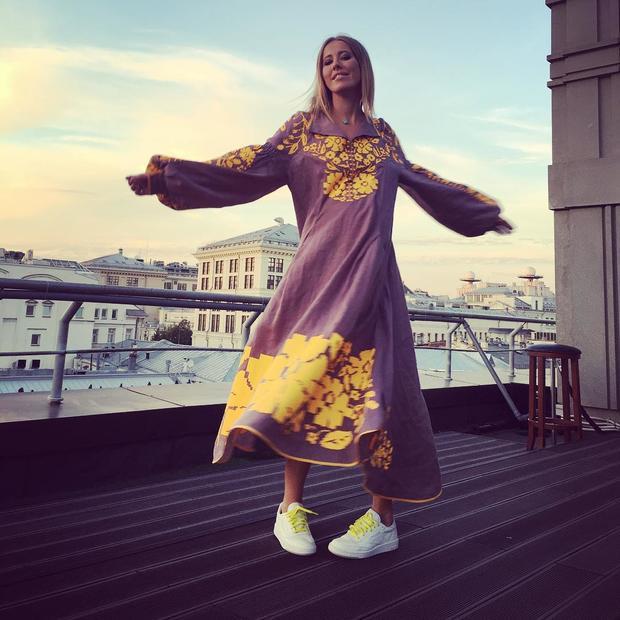 Ксения Собчак обнародовала фото ввышиванке отукраинского дизайнера