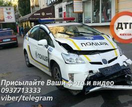 Масштабное ДТП в Киеве: патрульная полиция врезалась в такси, четверо пострадавших