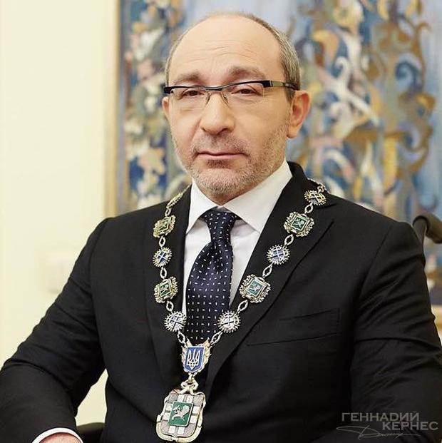 Харьковские первоклассники получили буквари сфото Кернеса