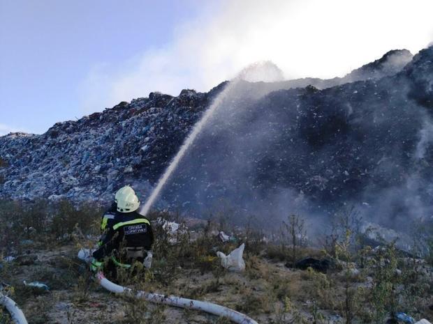 Cотрудники экстренных служб справились спожаром насвалке вЧеркассах