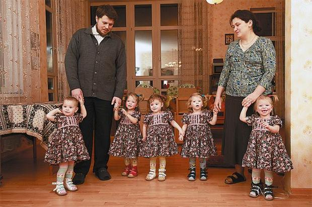 Максим Топилин предложил поощрять родивших до30 лет 2-х детей женщин