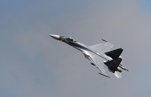 Русский Су-27 пролетел в3,5 метрах отамериканского самолёта-разведчика