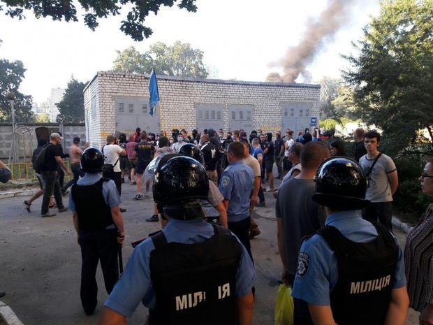 «Киевгорстрой» объявил бессрочную забастовку из-за пикетирования здания