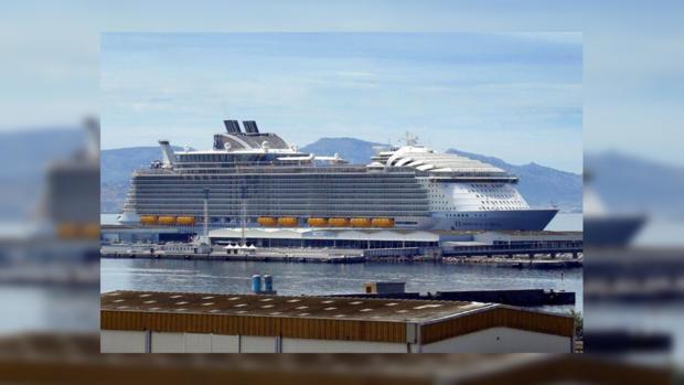 ВМарселе один человек умер при падении шлюпки крупнейшего круизного лайнера
