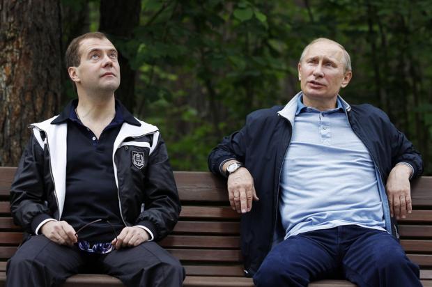 Путин сМедведевым прилетели ваннексированный Крым