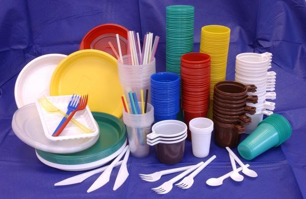 ВоФранции запретили пластиковую одноразовую посуду