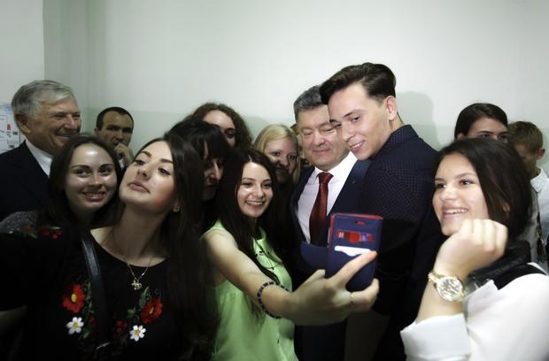 Порошенко объявил конкурс наглав Киевской ОГА иряда РГА