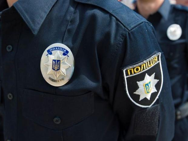 ВМариуполе прохожий напал навооруженного полицейского