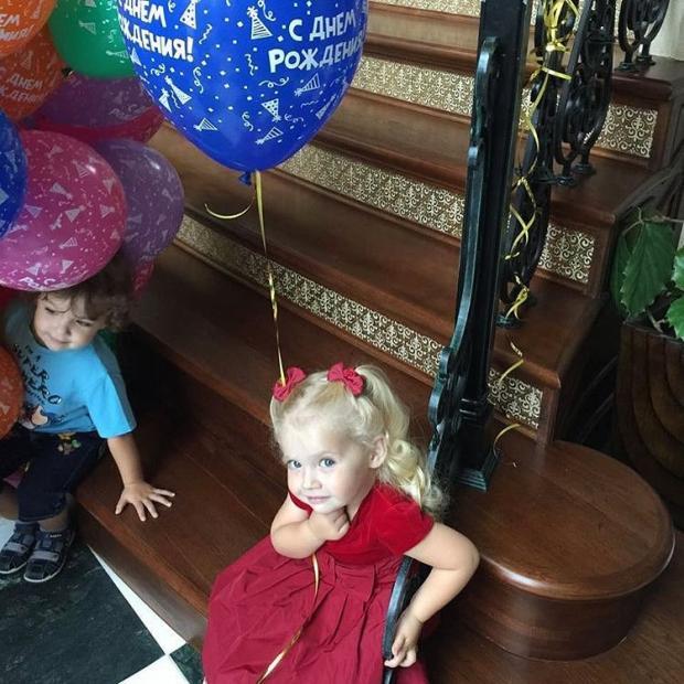 Дети Пугачевой и Галкина празднуют трехлетие