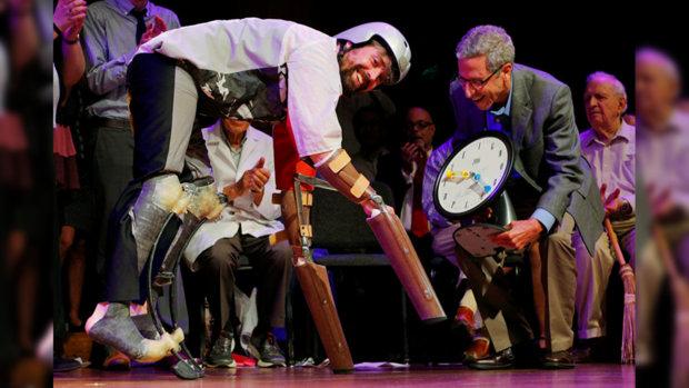 Шнобелевские премии в США присуждены человеку-барану и знатоку нижнего белья
