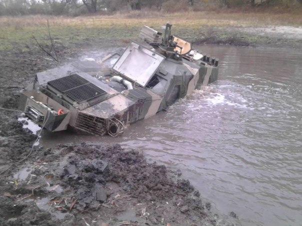 Нерасторопные оккупанты утопили наДонбассе три БМП