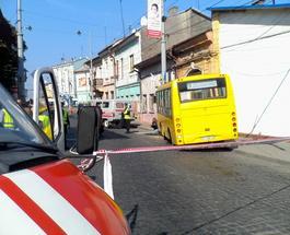 Водителю маршрутки в Черновцах стало плохо за рулем: погиб пешеход