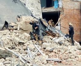 Спасатели разобрали завалы рухнувшей школы в Василькове