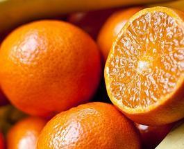 Как почистить апельсин: идеальный способ остаться не забрызганным