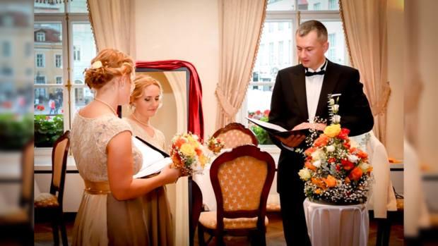 Женщина вышла замуж засаму себя
