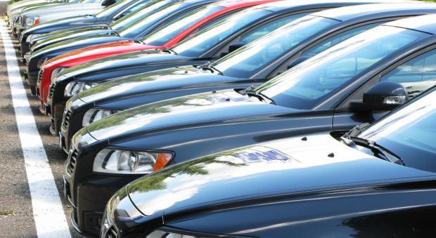 Насколько летом текущего года сократилась средняя пограничная стоимость авто
