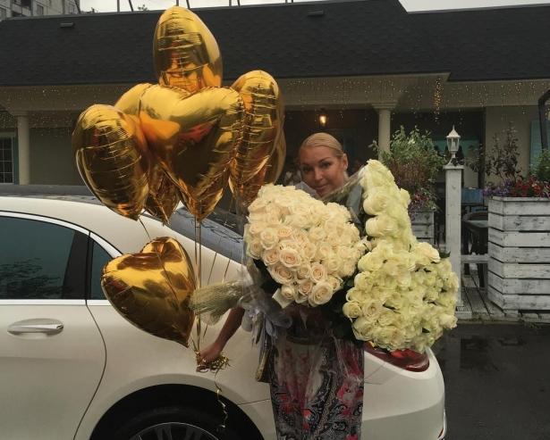 Анастасия Волочкова призналась, что еешантажируют