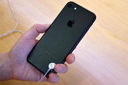 Apple готовит три стеклянных iPhone 8 на будущий год