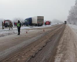 На Житомирщине грузовик столкнулся с рейсовым автобусом: пострадали 17 человек