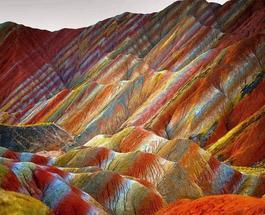 Снимки туристов: разноцветные скалы Китая привлекают толпы путешественников