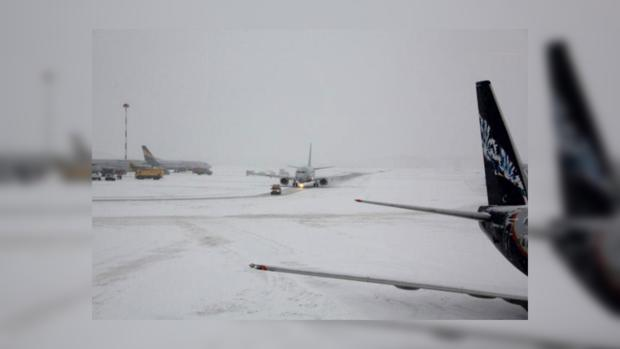 Аэропорты столицы работают пографику невзирая наснег