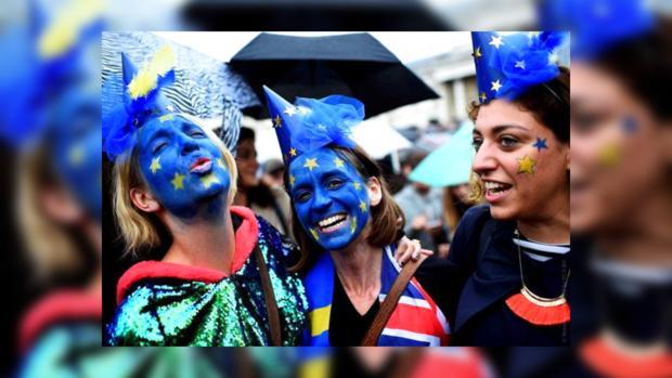 Англичане наданный момент проголосовалибы против Brexit