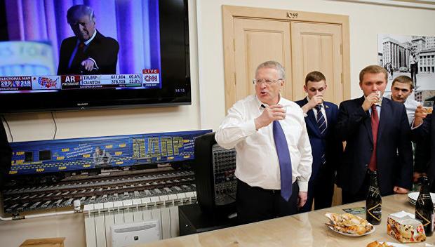 Зря Жириновский пил шампанское:  Сенаторы США призвали Трампа занять «жесткую позицию» в отношении России