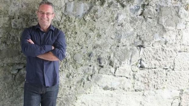 Ирландский писатель получил 10 000 фунтов зароман изодного предложения