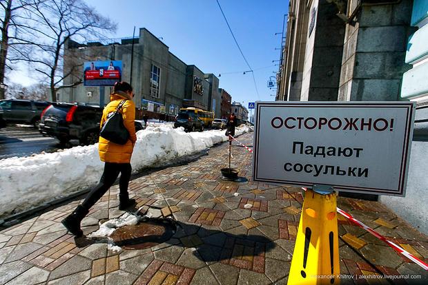 СледовательСК была доставлена вбольницу при падении сосульки в столице