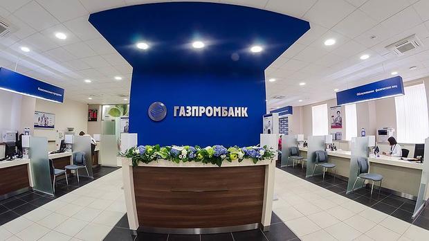 Работник «Газпромбанка» сподельником воровали деньги изячеек VIP-клиентов