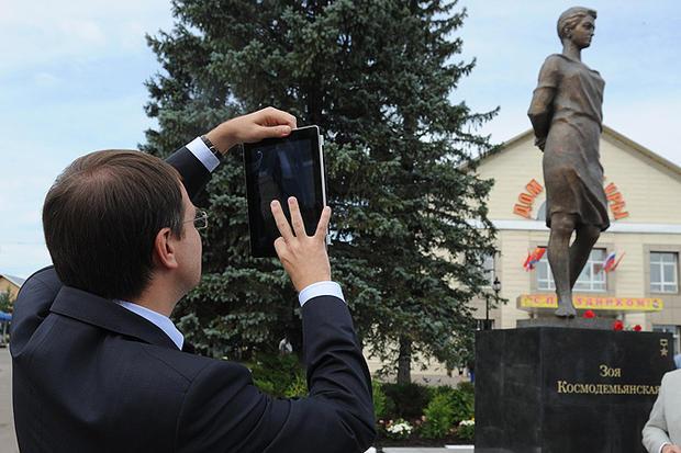 Владимир Мединский назвал Зою Космодемьянскую и28 панфиловцев святыми