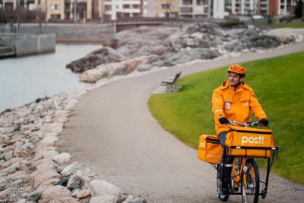 Платная услуга финской почты— прогулки спенсионерами