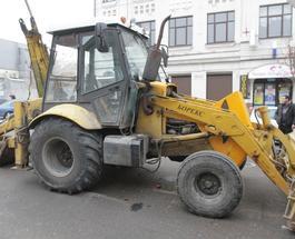 Трактор без тормозов помял в Днепре десяток машин: есть пострадавшие
