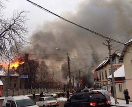 В Черновцах полыхает старый пивзавод