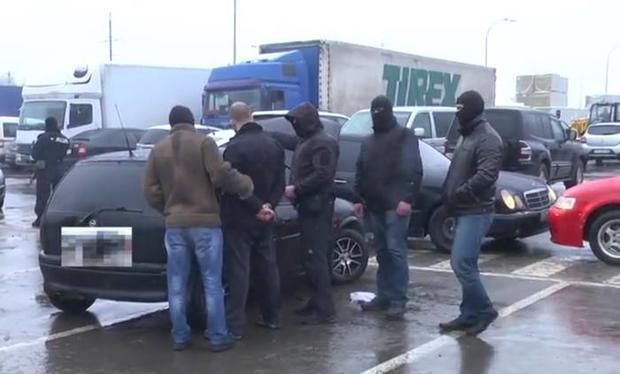 ВМукачево задержала рэкетира, который вымогал деньги сгосслужащего